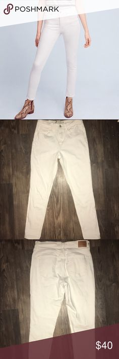 White High Rise Levi's skinny jeans Size 30 white high rise skinny jeans. MAKE AN OFFER! Levi's Jeans Skinny