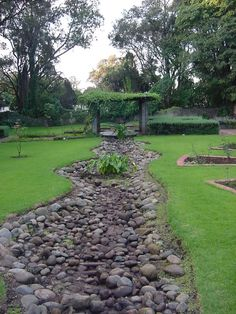 110 Awesome Dry River Bed Landscaping Design Ideas You Have Owned On Your Garden 24049 Mulch Landscaping, Landscaping With Rocks, Landscaping Ideas, Mailbox Landscaping, Landscaping Borders, Hydrangea Landscaping, Inexpensive Landscaping, Farmhouse Landscaping, Landscape Design