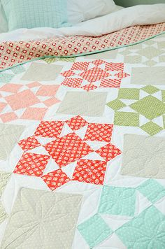 This striking Scandinavian themed patchwork table runner in Quilting Tutorials, Quilting Projects, Quilting Designs, Sewing Projects, Quilting Ideas, Colchas Quilt, Star Quilts, Quilt Blocks, Star Blocks