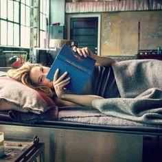 #mulpix Tris in Four's bed, reading Divergent #soadorable #icanteven #icoulddie #tris #four #divergent #divergentbook #dauntless #tobias #tobiaseaton #trisprior #shailenewoodley
