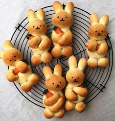 Baking 2 easy recipes for Easter bunnies and ideas for inspiration .- 2 leichte Rezepte für Osterhasen backen und Ideen zum Inspirieren – Wohnideen und Dekoration 2 festive easy recipes for Easter bunny baking cute bread rabbits with carrots - Easter Recipes, Holiday Recipes, Recipes Dinner, Seasonal Recipe, Brunch Recipes, Kids Meals, Easy Meals, Snacks Kids, Party Snacks