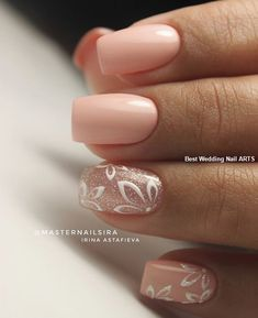 False nails have the advantage of offering a manicure worthy of the most advanced backstage and to hold longer than a simple nail polish. The problem is how to remove them without damaging your nails. Simple Wedding Nails, Wedding Nails Design, Simple Nails, Trendy Wedding, Simple Elegant Nails, Nail Wedding, Plum Wedding, Rose Wedding, Wedding Makeup