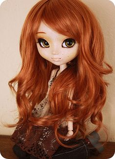 Cute Redhead Pullip doll. It needs some extra things like change eye color to olive green or dark green but not bright green and less freckles like nose area only. Still a cute custom Pullip  doll!