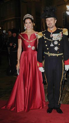 1 January 2018 | Crown Prince Frederik and Crown Princess Mary of Denmark arrive at Amalienborg Palace for the annual New Years reception in Copenhagen, Denmark. © Hanne Juul Gown : Søren Le Schmidt