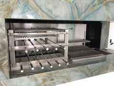 Churrasqueira Due 605 Rotativo com Lift Grill + Parrilla Automática. Com a Churrasqueira Due 605 você tem muitas possibilidades. Na Parrilla você pode grelhar carnes, legumes e diversos tipos de cortes, e do outro lado, no Sistema Rotativo com Lift Grill Motorizado, você pode assar com espetos giratórios ou grelhar com diversos modelos de grelha. E ainda, se preferir pode fazer tudo isso ao mesmo tempo. Stove, Pizza, Kitchen Appliances, Skewers, Grilling, Barbecue, Weather, Restaurants, Interiors
