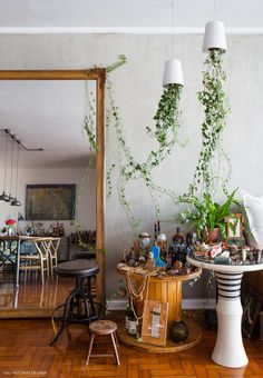 21-decoracao-mesa-carretel-altar-santos-vaso-ponta-cabeca