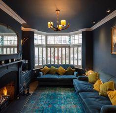 Best Front Room Ideas Of 20 Exotic Dark Living Room Design Ideas - Home Interior Design Dark Living Rooms, Home Living Room, Apartment Living, Living Room Designs, Living Room Decor, Dark Rooms, Small Living, Modern Living, Cozy Living
