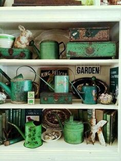 Addicted to shabby green Shabby Vintage, Shabby Chic, Look Vintage, Vintage Green, Pantone, Flea Market Gardening, Vibeke Design, Flea Market Style, Green Garden