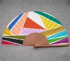 """Abanico pintado a mano de la serie """"Abstracciones geométricas"""". Un abanico, una obra de arte. #abanicospintadosamano #abanicosmodernos #abanicoespañol #abanicosartesanales #regalosdeempresa Gustav Klimt, Claude Monet, Banksy, Paul Klee, Hand Fan, Hand Painted, Shop, Accessories, Ideas"""