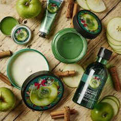Uploaded by Shorouk. Find images and videos about christmas, the body shop and body butter on We Heart It - the app to get lost in what you love. The Body Shop, Body Shop At Home, Body Shop Skincare, Bath And Body Works Perfume, Beauty Games, Apple Body, Bath And Bodyworks, Spiced Apples, Skin Routine