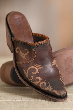 best service 6eb05 8ada4 Comfy for everyday wear in a decorative design that lights up any outfit,  the Mule