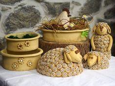 ... Ceramic Pottery, Ceramic Art, Clay Crafts, Diy And Crafts, Pottery Animals, Hand Built Pottery, Rustic Shabby Chic, Pinch Pots, Bird Sculpture