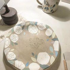 """73 kedvelés, 8 hozzászólás – Hyeyoun Shin (@illyswall) Instagram-hozzászólása: """"This plate Sold out already yeah! Thanks Danny! . . . #clay #pottery #ceramics #plate #handmade…"""""""