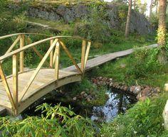 Kaarisilta Garden Bridge, Outdoor Structures
