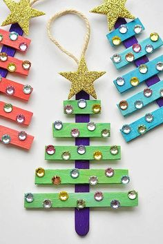 15 Dollar Store Christmas Crafts- You can decorate your home for Christmas even if you're on a tight budget! Check out these 15 frugal dollar store Christmas crafts! Stick Christmas Tree, Easy Christmas Ornaments, Dollar Store Christmas, Christmas Crafts For Kids, Christmas Projects, Holiday Crafts, Christmas Diy, Christmas Activities, Christmas Child