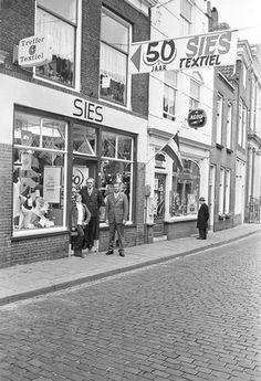 50 jaar Sies Textiel aan de Vlasmarkt in Middelburg, 1971