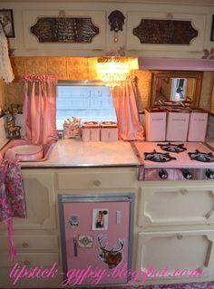 glamping pink trailer remodel, so cute! Vintage Rv, Vintage Caravans, Vintage Travel Trailers, Vintage Kitchen, Vintage Style, Pink Trailer, Little Trailer, Gypsy Trailer, Trailer Diy