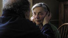Rakkaus: Emmanuelle Riva ja Jean-Louis Trintignantin kädet.