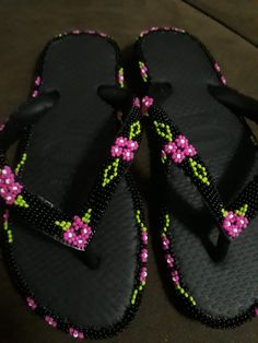 Sandalias Beard Jewelry, Candy Bouquet, Hobbies And Crafts, Huaraches, Upcycle, Flip Flops, Slippers, Gems, Footwear