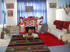 Νήπια εν δράσει: Γνωριμία με τη λαϊκή παράδοση Shag Rug, Toddler Bed, Kids Rugs, 25 March, Furniture, Home Decor, Shaggy Rug, Child Bed, Decoration Home