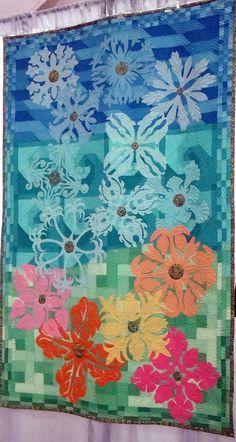 Hawaiian quilt show, Hawaiian floral medallions on a pieced quilt background. 2011 photo by Anna Dzik
