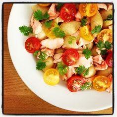 Salada de macarrão com salmão