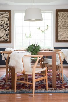 Check out this simple, classic dining room Christmas decor. I love the modern lines and how the wall colors changed the room!
