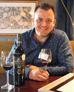R J Botha of Kleine Zalze, Stellenbosch with MENU's Wine of the Week 3rd May 2019. Kleine Zalze Vineyard Selection 2017 Cabernet Sauvignon