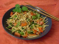 Salat muss nicht immer gleich Salat sein. Bei Pepper and Salt gabs die asiatische Variante: Thai Nudelsalat mit frisch gerösteten Pinienkernen.