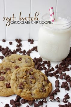 The number one thing my friends and family request are my chocolate chip cookies. After years of trying out recipes, I've finally found the perfect one, that meets my chocolate chip co… Homemade Chocolate Chip Cookies, Perfect Chocolate Chip Cookies, Homemade Donuts, Chocolate Recipes, Fun Desserts, Delicious Desserts, Dessert Recipes, Yummy Recipes, Yummy Cookies