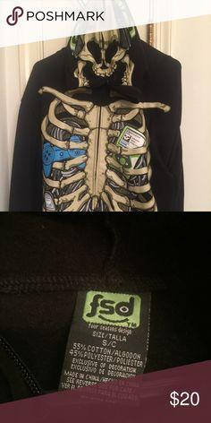 Boys Skull Hoodie Boys Skull Hoodie has a zipper mask - men's size small Shirts Sweatshirts & Hoodies