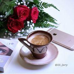 By: Choose by: التقيم من Coffee Blog, Coffee Milk, Coffee And Books, Coffee Cafe, My Coffee, Coffee Break, Morning Coffee, Chocolates, Sweet Coffee