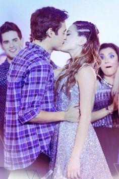 Leonetta kiss♥