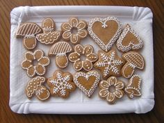 Vianocne Medovniky | Vianočné medovníky Gingerbread Icing, Gingerbread Decorations, Christmas Gingerbread House, Christmas Treats, Christmas Baking, Snow Cookies, Snowflake Cookies, Sugar Cookies, Christmas Cookies