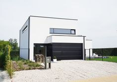 Minimalist architecture by Peter Roekens interieurburo bvba