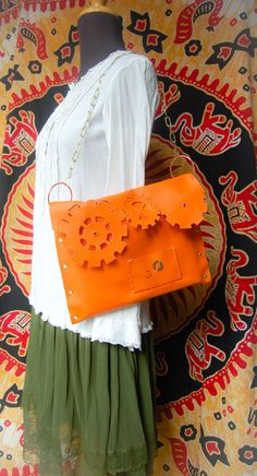 #Steampunk #gears #bag #faux #leather #clock #ecopelle #arancione #borsa #ingranaggi #intaglio #carving
