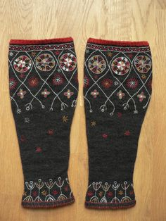 Made exclusively for Kristiina Ehin. want to make these as rain boot liners/mock sock leg warmers Knitting Charts, Knitting Socks, Hand Knitting, Knitting Patterns, Folk Embroidery, Embroidery Patterns, Rain Boot Liners, How To Start Knitting, Wrist Warmers