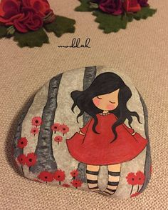 Cute Paintings For Girls Creative Pebble Painting, Pebble Art, Stone Painting, Stone Crafts, Rock Crafts, Diy Crafts, Caillou Roche, Pierre Decorative, Decorative Rocks