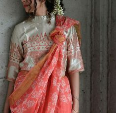 Beautiful Linen Saree with Hand block printed blouse. Saree Draping Styles, Drape Sarees, Saree Styles, Blouse Styles, Abaya Fashion, Indian Fashion, Fashion Dresses, Trendy Sarees, Stylish Sarees