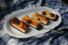 Cheesecake bars with chocolate crust Cheesecake Bars, Waffles, Kawaii, Chocolate, Breakfast, Kitchen, Recipes, Food, Cuisine