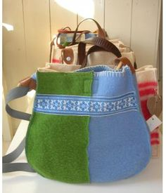 Super cute bag made of two wool blankets, by Doordoorgemaakt www.metdehand.nl