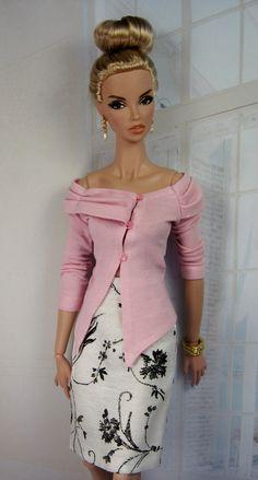 site with barbie-patterns based on fashion Barbie Clothes Patterns, Doll Patterns, Manequin, Barbie Mode, Jolie Lingerie, Beautiful Barbie Dolls, Barbie Collection, Barbie World, Barbie Dress