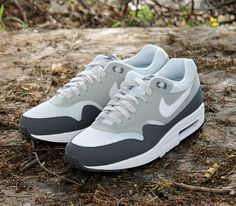 Nike Air Max 1 Essential – White / Grey