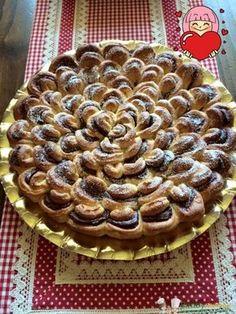 Torta fiore Bimby, una torta brioche formata da tanti golosi petali farciti con Nutella o marmellata! Ingredienti: 2 uova + 1 tuorlo per spennellare, ...