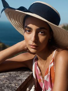 Discover the latest trends in Mango fashion, footwear and accessories. Color Carey, New Trends, Latest Trends, Street Photography, Portrait Photography, Summer Editorial, Fashion Catalogue, Mango Fashion, Dress Hats