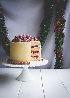 Christmas White Chocolate Cranberry Cake www.pineappleandcoconut.com