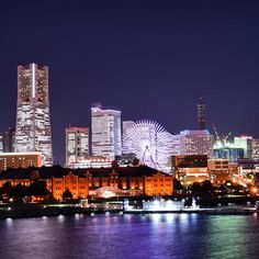 Instagram【yone25k】さんの写真をピンしています。 《#大桟橋 #大さん橋 #みなとみらい #横浜 #Yokohama #MyYokohama #ランドマークタワー #ランドマーク #コスモクロック #観覧車 #赤レンガ倉庫 #夜景 #夜景ら部 #night_view #night_arts#japan_night_view #カメラ好きな人と繋がりたい #ファインダー越しの私の世界 #写真好きな人と繋がりたい #写真撮ってる人と繋がりたい #Nikon #nikond5300 #一眼レフ  先日、大桟橋行ったとき少しズームでパシャリ📷✨ ホンマ寒いけどそれでもこの夜景には癒されます😳✨💕 オデッセイ撮るのも良いけどこんな感じで夜景やら風景もっと撮りに行きたいーーー😉💗✌️🏻📷 けどやはり中心はOdysseyなんやろな……とも思う今日このごろです😑✋(笑)》