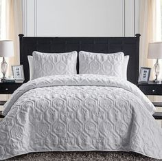 Discover the absolute best beach, coastal, and nautical bedding sets for your beach home! We have nautical quilts, comforters, duvet covers, and more for the bedrooms in your house.