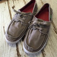 Sanuk canvas shoes Great condition Shoes Flats & Loafers