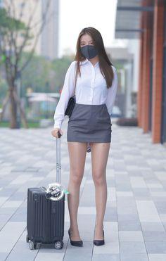 Beautiful Asian Women, Beautiful Legs, Mini Skirt Dress, Girls In Mini Skirts, Asia Girl, Cute Asian Girls, China Fashion, Girl Model, Sexy Dresses
